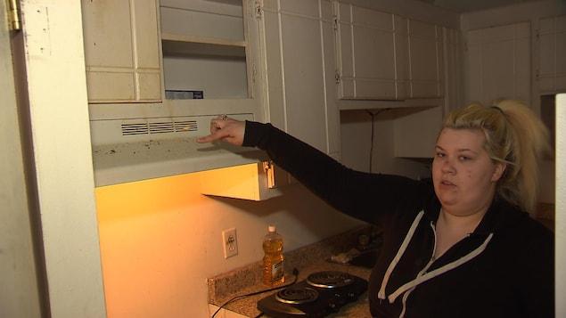 L'appartement qu'habite Jessica Fauvelle avec sa mère est infesté de rats, de souris, de coquerelles et de punaises de lit.