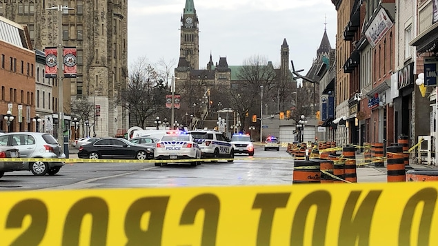 Un périmètre de sécurité dans le marché By à Ottawa.