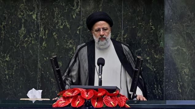 Un homme portant turban et barbe, le nouveau président iranient élu Ebrahim Raïssi.