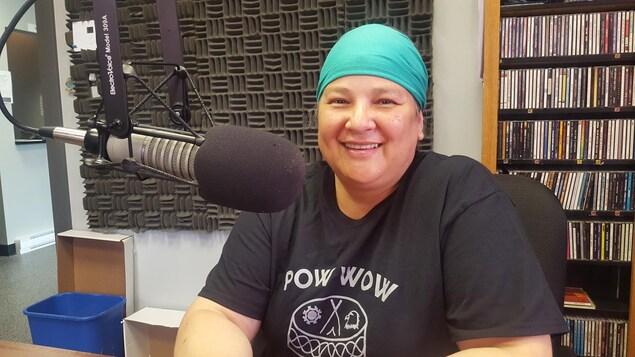 Isabelle Mapatchee travaille à l'organisation du Pow-wow de la communauté de Pikogan