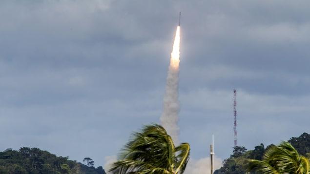 La fusée décolle de Kourou, en Guyane.