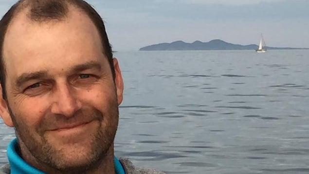 Jacky Poirier devant la mer