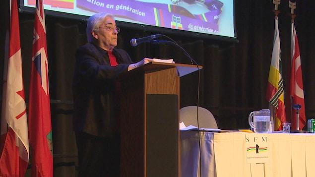 La présidente sortante de la SFM Jacqueline Blay, sur scène lors de l'assemblée générale annuelle de l'organisme