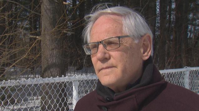 Jean Gauthier, écrivain et ancien professeur de théologie, face à la caméra