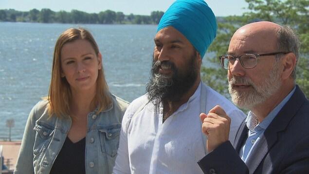 Les trois députés côte à côte devant le fleuve