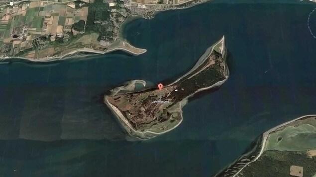 Image d'en haut de l'île James.