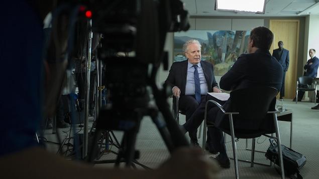 L'ex-premier ministre du Québec Jean Charest en entrevue avec Patrice Roy.