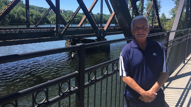 Jean Clusiault sur le pont du lac des Nations à Sherbrooke.