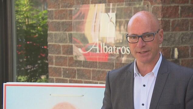 Jean-Denis Girard devant la Maison Albatros