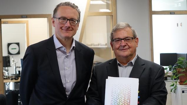 Jean-Marc Chouinard, de la Fondation Lucie et André Chagnon, en compagnie du président du COSMOSS Bas-Saint-Laurent, Gérald Beaudry