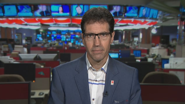 Jean-Pierre Corbeil dans les studios de Radio-Canada à Ottawa.