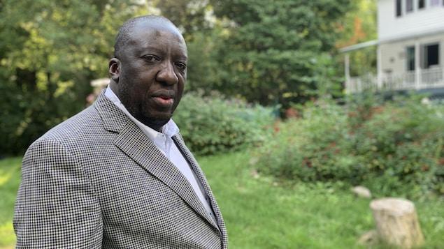 Jean-Robert Ngola.