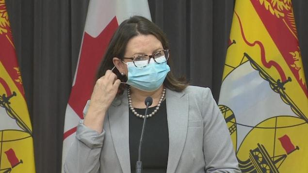 La médecin hygiéniste en chef du Nouveau-Brunswick Jennifer Russell, lors du point de presse lundi.