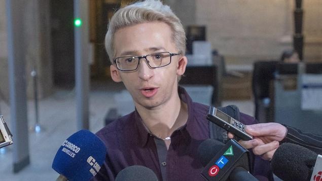 Jérémy Gabriel s'adresse aux journalistes.