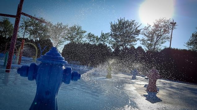 Jeux d'eau en forme de bornes fontaines