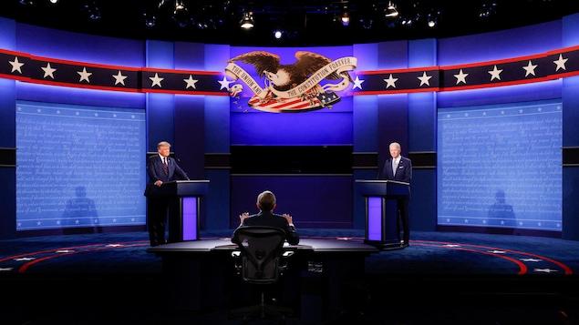 Donald Trump et Joe Biden sur scène.