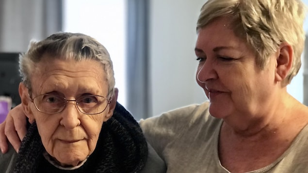 Johanne et sa mère Lucille, résidentes de Saint-Henri depuis toujours, menacées d'éviction.