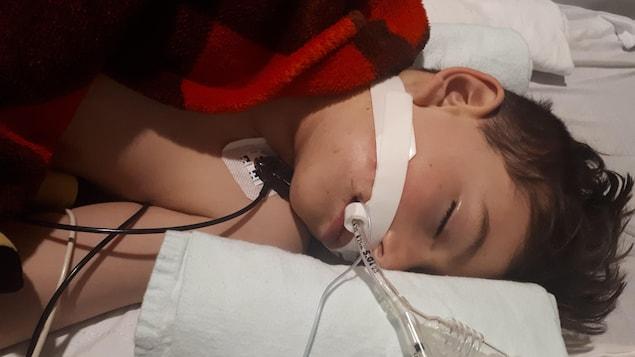 Le jeune Jordan Gaudreault à l'hôpital