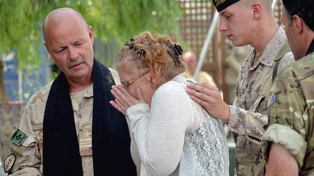 Josée Belisle, mère du caporal Yannick Scherrer tombé au champ d'honneur à l'aérodrome de Kandahar, le mardi 24 mai 2011.