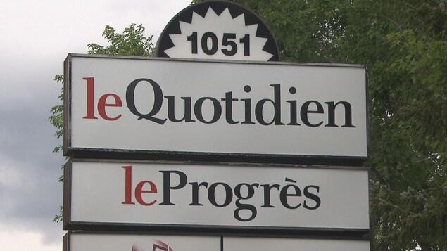Pancarte indiquant Le Quotidien et Le Progrès.