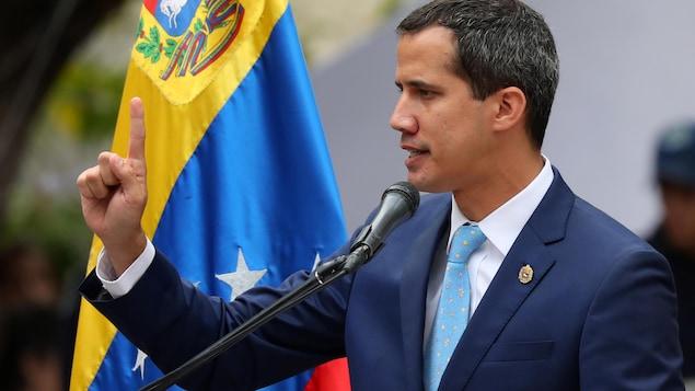 Le leader de l'opposition vénézuélienne Juan Guaido prononce un discours pendant un rassemblement partisan.