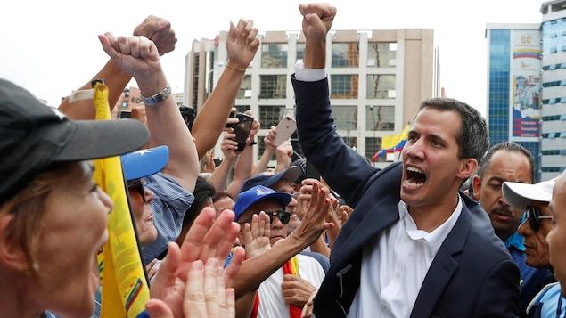 Juan Guaido, président de l'Assemblée nationale du Venezuela, réagit lors d'une manifestation contre le gouvernement du président vénézuélien Nicolas Maduro , à Caracas au Venezuela, le 23 janvier 2019.