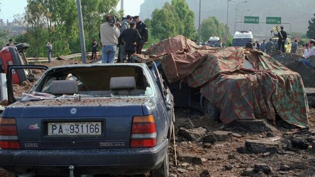 La voiture du juge Giovanni Falcone avait été soufflée par l'explosion d'une puissante bombe placée sur une autoroute près de Palerme.