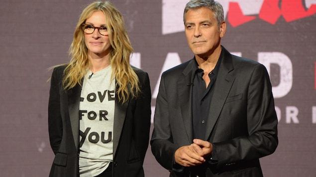 Julia Roberts et George Clooney ont encouragé les gens à faire des dons pour les victimes des ouragans Harvey et Irma
