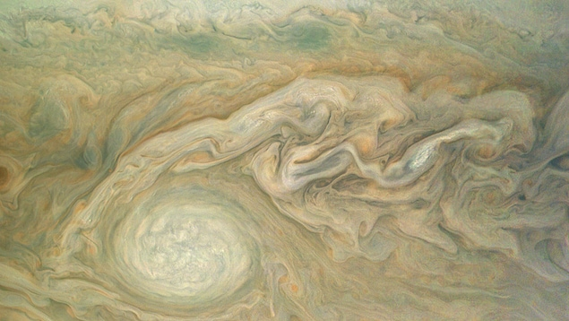 Le couvert nuageux de Jupiter montre des tempêtes dans son hémisphère sud.
