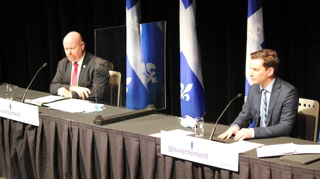 Le ministre responsable des Affaires autochtones, Ian Lafrenière, et celui de la Justice, Simon Jolin-Barette, annoncent 19,2 millions de dollars pour accroître l'accès à la justice pour les Autochtones.