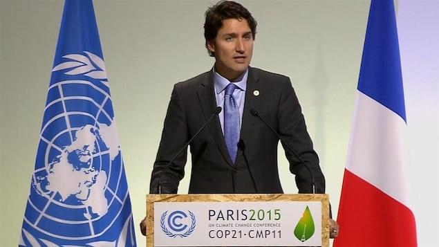 Le premier ministre du Canada Justin Trudeau prenant parole à la conférence de Paris sur le climat.
