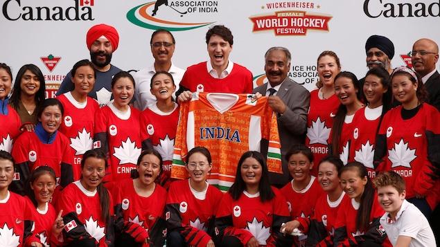 PHOTOS. Inde: Justin Trudeau en tenue traditionnelle lors d'une visite officielle