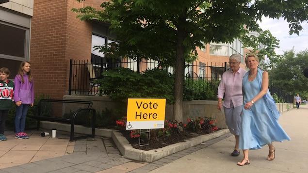Kathleen Wynne est allée voter jeudi matin.