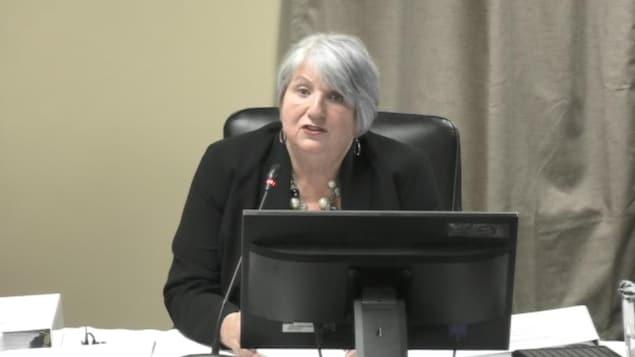 Portrait de Kathy Dunderdale à la commission d'enquête