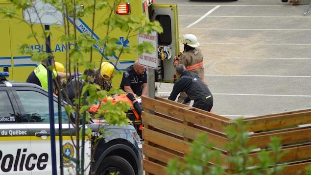 L'homme a été transporté à l'hôpital.