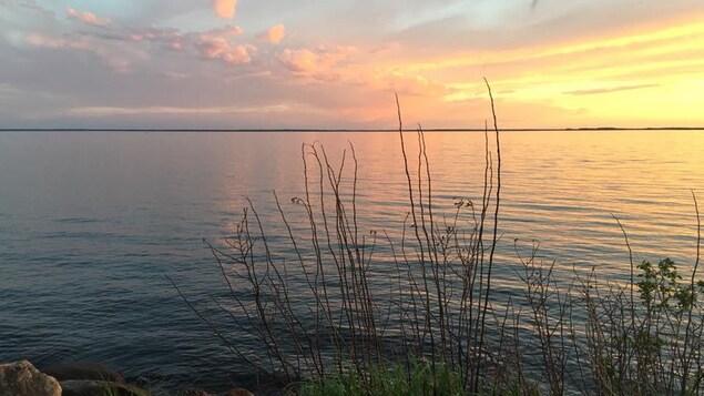 Le lac La Loche au coucher du soleil