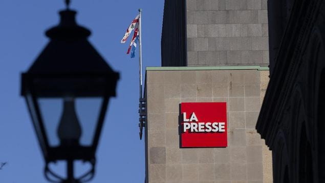 Le logo de La Presse sur un édifice
