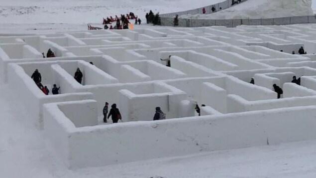 Une portion du labyrinthe de neige de la ferme A Maze in Corn, à Saint-Adolphe au Manitoba.