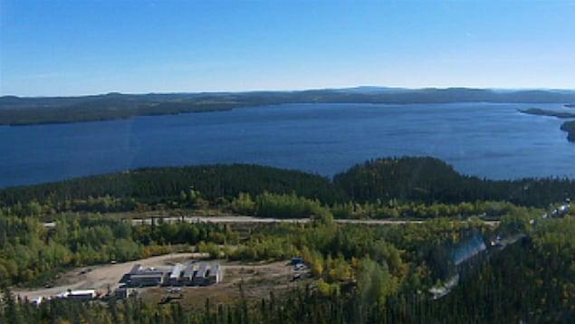 Vue aérienne du lac à Paul et de l'emplacement projeté de la mine d'Arianne Phosphate.