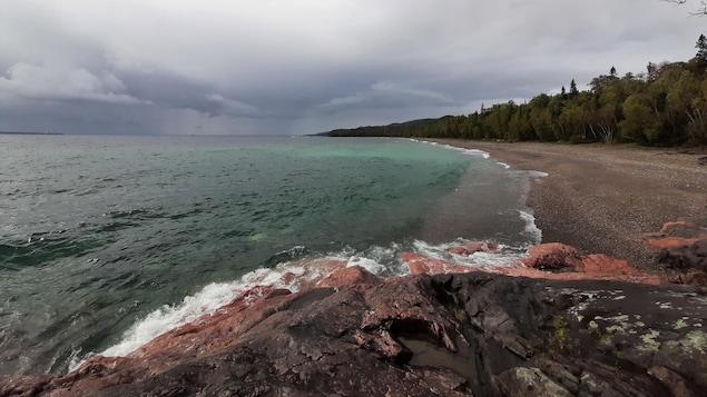 Le lac Supérieur lors d'une journée d'octobre orageuse