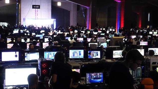 Des centaines de joueurs rivés à leur écran