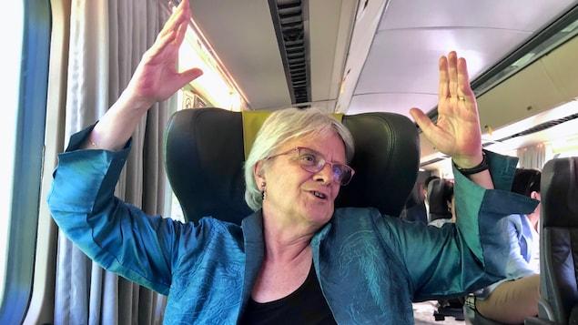 Une image de la députée fédérale de Laurier-Sainte-Marie, Hélène Laverdière, à bord du train faisant la navette entre la capitale fédérale et Montréal. Elle revient sur son parcours politique des huit dernières années à Ottawa.