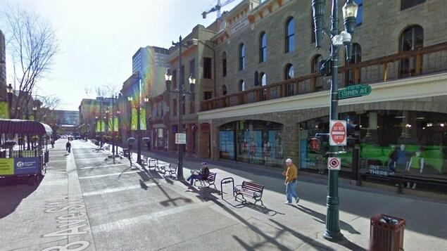 L'intersection de l'avenue Stephen et de la 1re Rue, au centre-ville de Calgary.