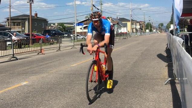 Léandre Bouchard sur son vélo