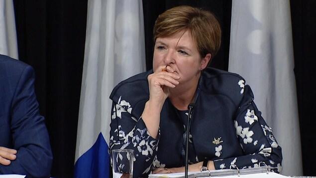 Guylaine Leclerc, vérificatrice générale du Québec,  lors du dépôt de son rapport, le 23 novembre 2017.