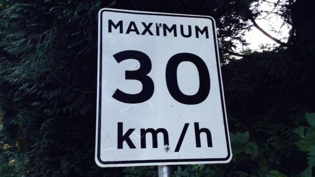 Une vitesse maximale de 30 km/h autorisée sur une route de West Vancouver.