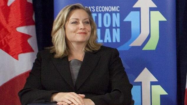 Linda Hasenfratz, PDG de Linamar, participe à une conférence de presse en 2010.