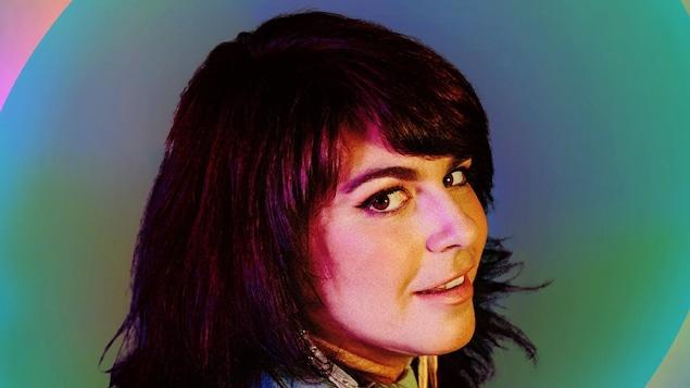 Lisa Leblanc esquisse un sourire.