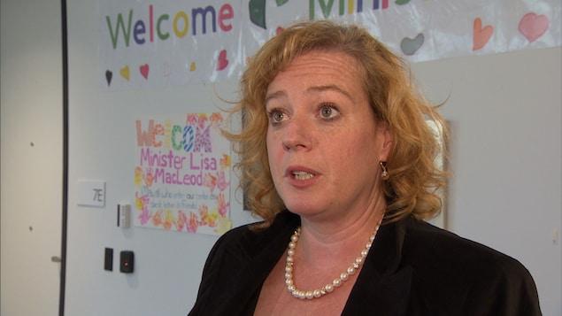La ministre des Services à l'enfance, Lisa MacLeod.