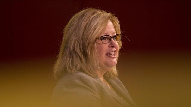 La ministre ontarienne de l'Éducation, Lisa Thompson, fait une déclaration au Centre des sciences de l'Ontario à Toronto, le 15 mars.